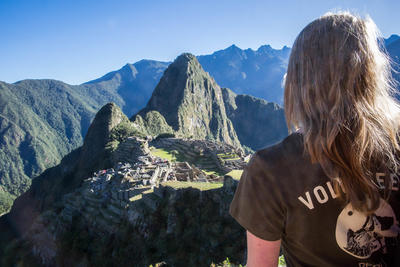 Projects Abroad volunteer in Peru overlooks Machu Picchu