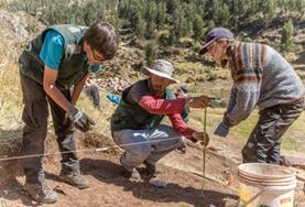 Archaeology volunteers work on an Inca & Wari dig site during their internship in Peru.