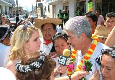 A Journalism volunteer conducts an interview in Mexico