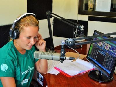 Journalism volunteer in Philippines hosts a radio show