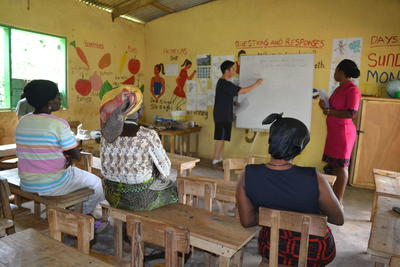 Projects Abroad Microfinance volunteer runs a workshop in Ghana for local women