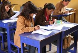 A qualified teacher holds a teacher training workshop during her volunteer placement in Peru.